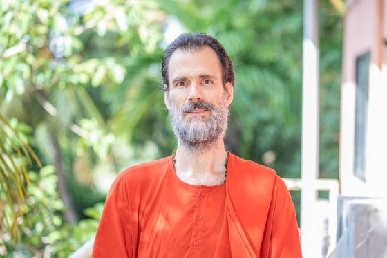 The Universal Concept of Sannyasa w/Swami Shantamritananda Puri