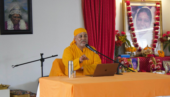 Dayamrita Chaitanya giving a talk