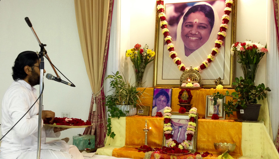 Br. Ramanand offering flower petals at Amma's feet