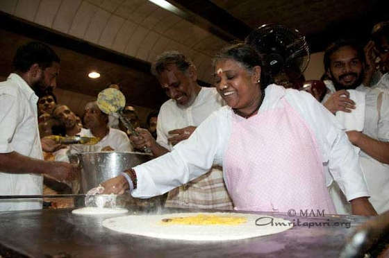 Amma making dosa in Amritapuri