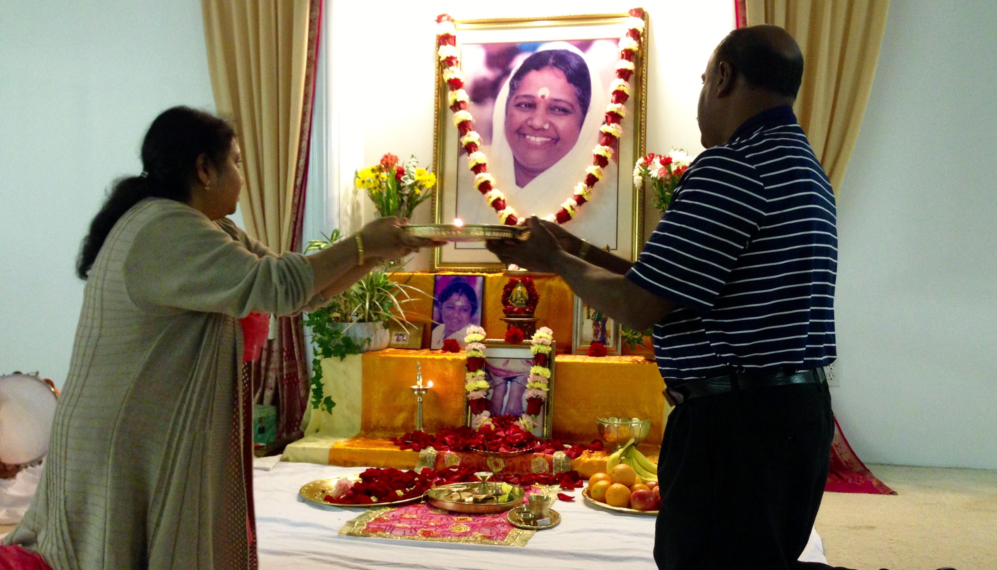 Devotees perfoming Arati to Amma